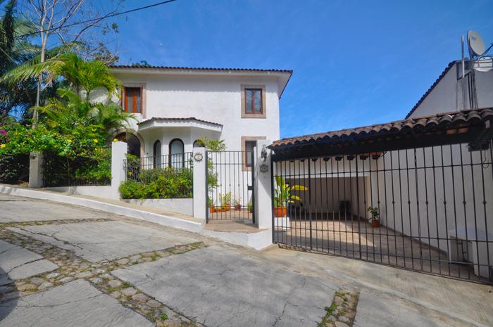Puerto-Vallarta-Real-Estate-Casa-Mis-Amores-01