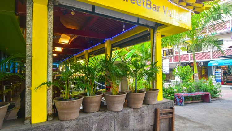 Street_Bar_Puerto_Vallarta_Real_estate--10