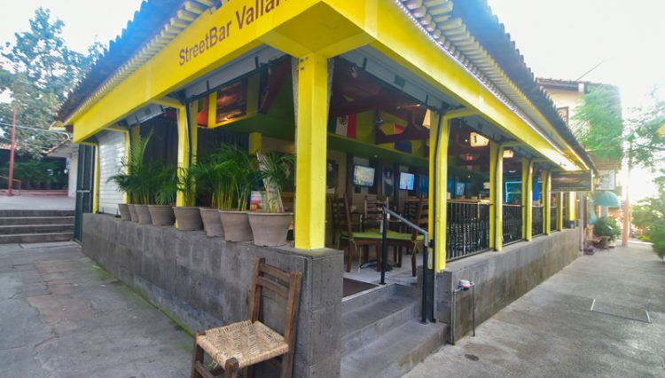 Street_Bar_Puerto_Vallarta_Real_estate--11