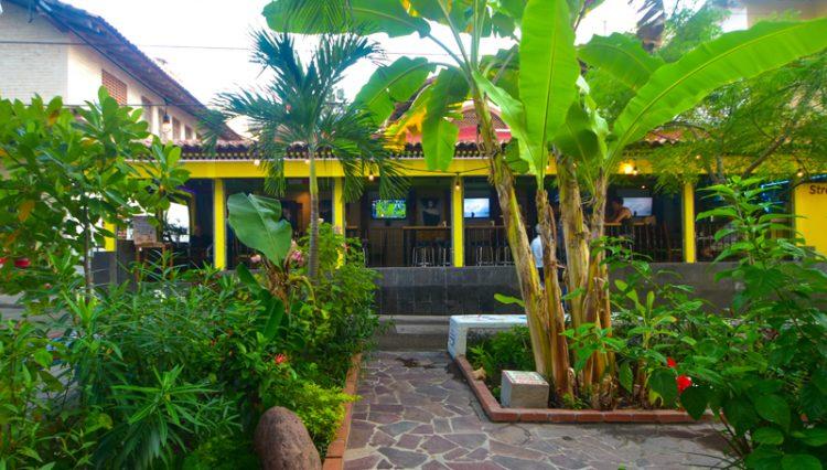 Street_Bar_Puerto_Vallarta_Real_estate--12